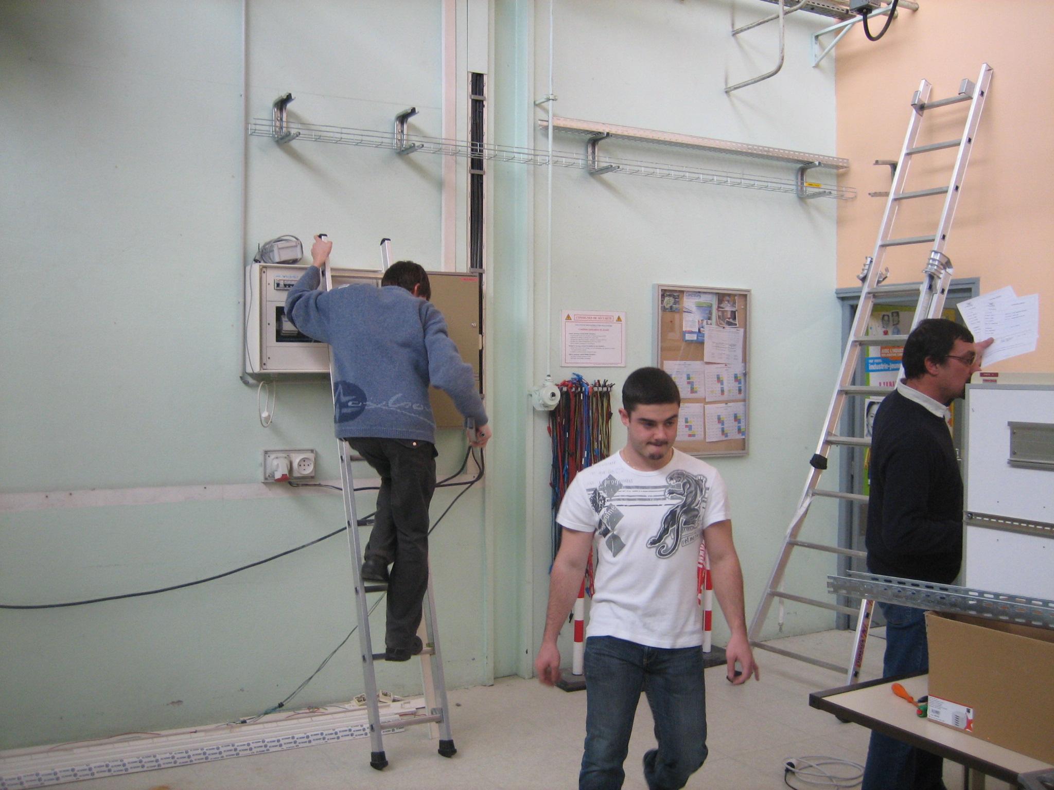 2008 - chantiers - bts electrotechnique     etudiants